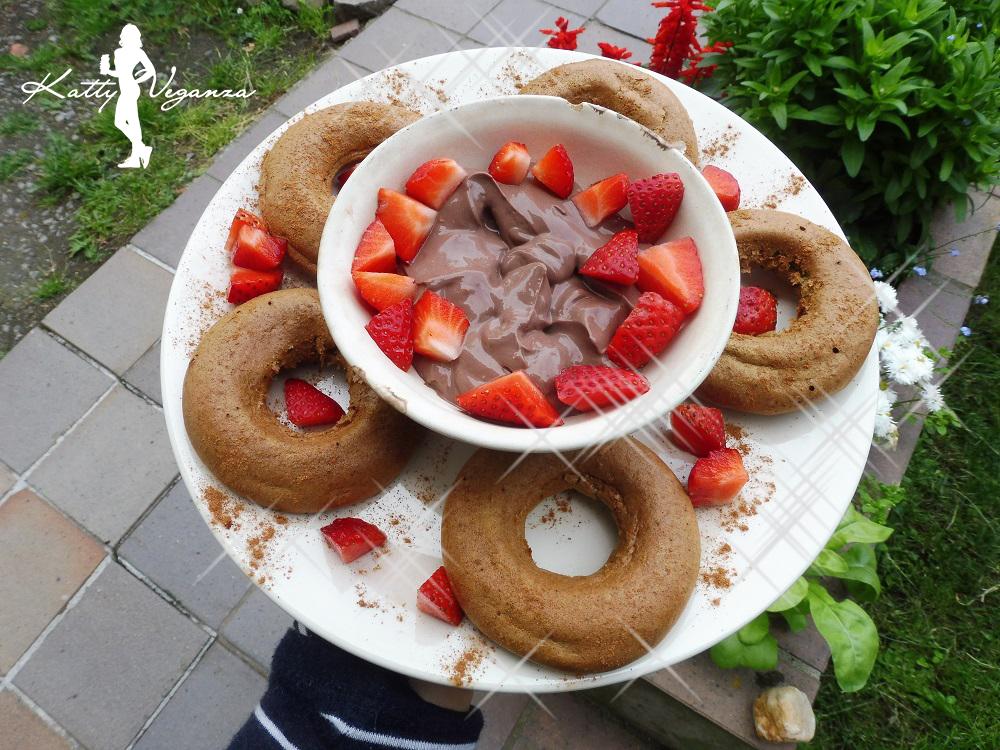 proteinove-donuty-s-kakaovym-tofu-kremem